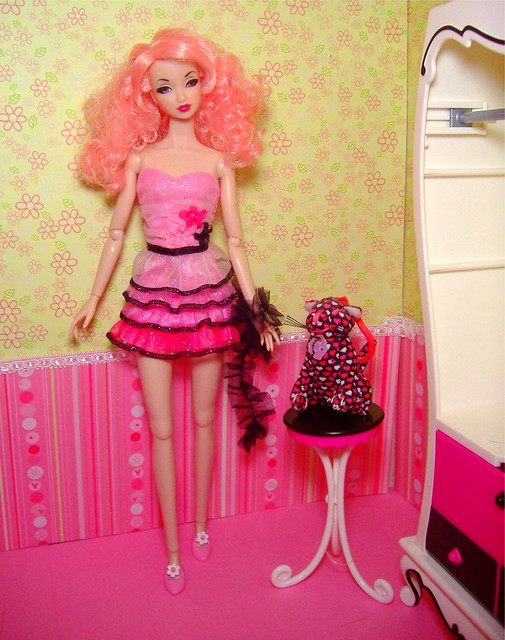 Amelie in black & pink #1