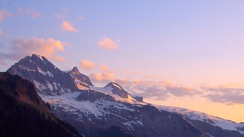 park canada mountains sunrise britishcolumbia glacier garibaldi elfinlake garibaldiprovincialpark fujichromevelvia cans2s pentaxlife viewfromelfinlake vancouver045