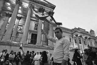 Σύριος μετανάστης διαδηλώνει στην Trafalgar Square   by Nasos Efstathiadis Photography