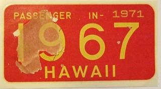 HAWAII 1967 ---PASSENGER WINDSHIELD STICKER REVALIDATING 1961 UNDATED BASE LICENSE PLATE
