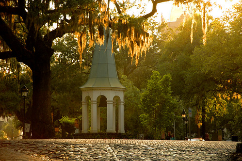 pictures park sunset usa tourism photo image atmosphere naturallight cobblestone spanishmoss dreamy baystreet softlight 1802 oldsouth 2011 vanishingsouthgeorgia copyrightbrianbrown replicabelltower oldcityexchangebell oldestbellingeorgia