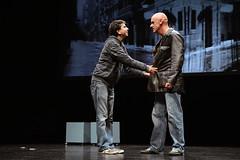 En la imagen se puede ver a dos miembros del equipo hablando.  Fotografía cedida por el fotógrafo local Óscar Blanco Gutiérrez