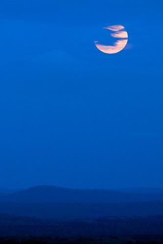 sky moon night hiking massachusetts luna fullmoon moonrise supermoon reflectedsunlightatnight