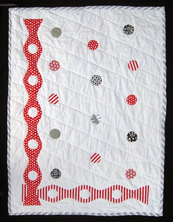 Curvalitious_red_and_white_quilt_o_IMG_7939