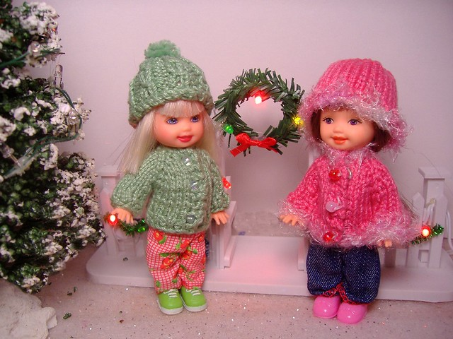 Kellys in green and pink sweaters #1