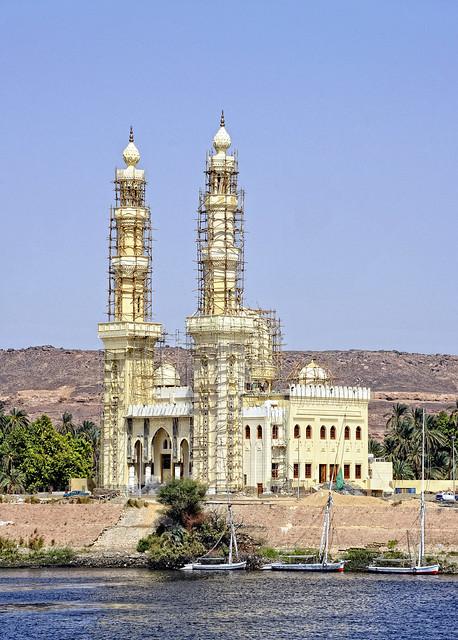 Neuerbaute Moschee in Assuan