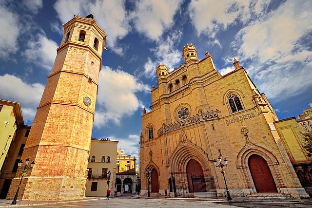 Plaça Major de Castelló. La Concatedral de Santa Maria i El Fadrí. Castelló de la Plana