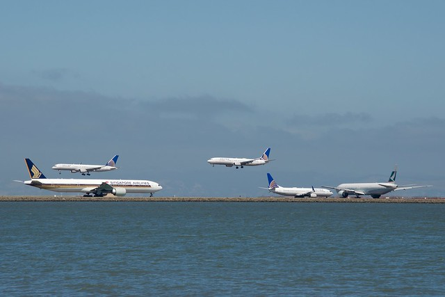 2 Boeing 777 -300 ERs, Singapore Airlines and Cathay Pacific,  and 3 Boeing 737, 757 narrow bodies. All United. DSC_0001