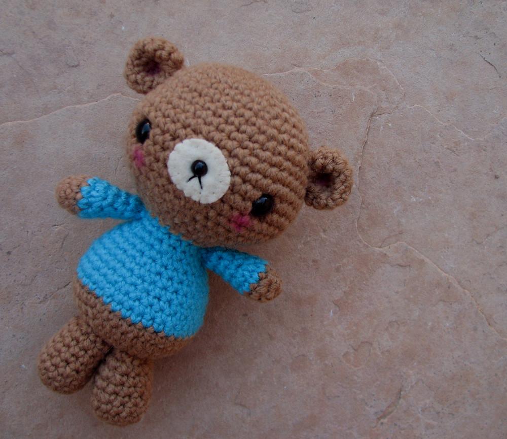 Amigurumi Smugly bear - intermediate crochet pattern | lilleliis | 865x1000