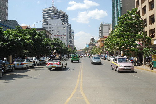 Moi Ave, Nairobi   by 陈霆, Ting Chen, Wing