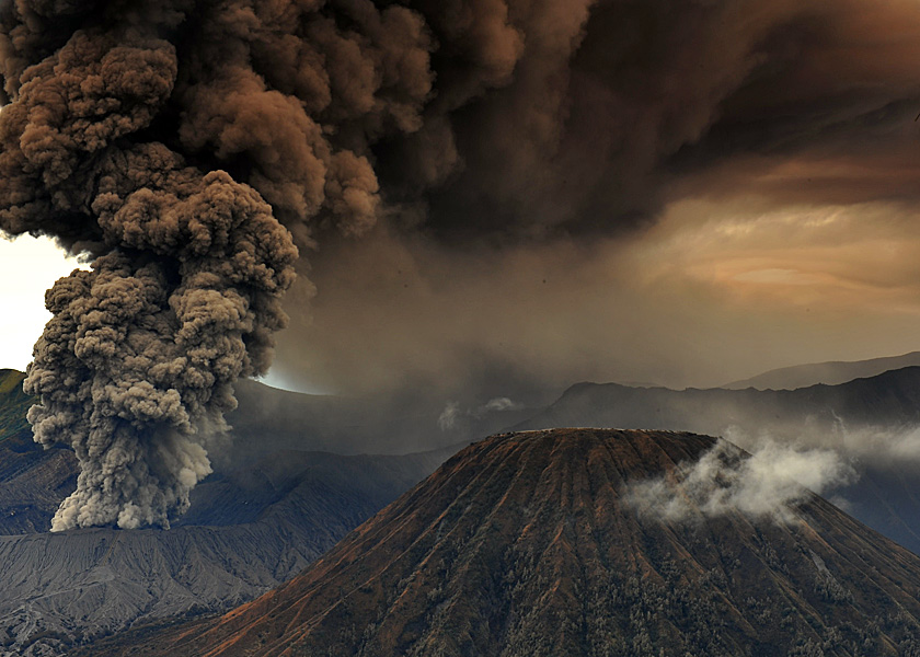 volcanic eruption by saeful hasyim