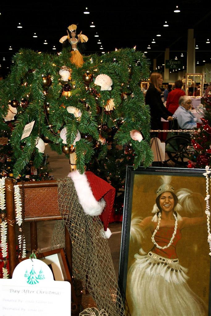 Island Christmas Theme.Island Theme Christmas Tree And Hula Tree Topper Day After