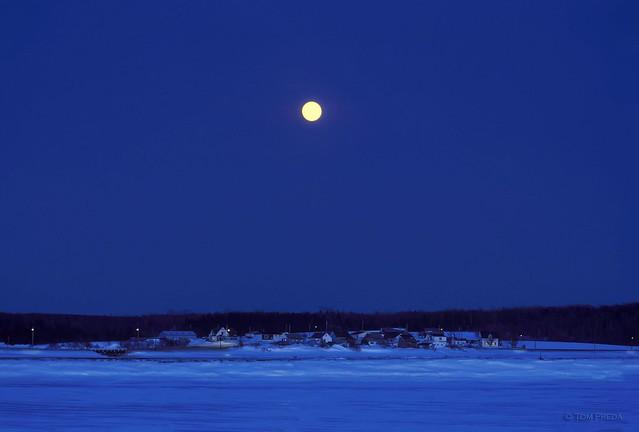 Moonrise on a quiet winter night