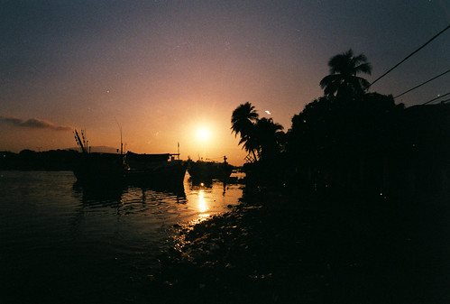 sunset film silhouette analog 35mm river landscape boats photography analogue nikonfm fujiproplus200