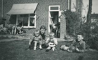 Koninginnedag - Nachtegaallaan met Henriette en Gerard Waalbers