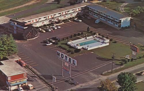 brattleboro vermont redcoach motorinn motel postcard vintage aerialview