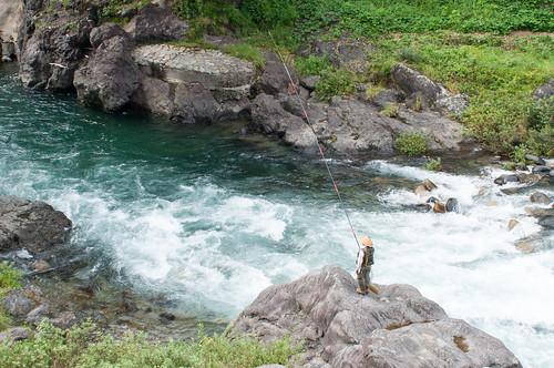 gujōshi gifuken japan gujohachiman 郡上八幡 郡上八幡旧庁舎記念館 岐阜 fisherman rock river torrent