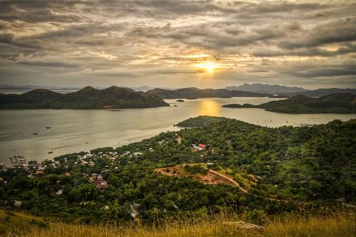 sunset mountain green beach water view cloudy philippines great scenic panoramic coron hdr palawan 3xp tapyas