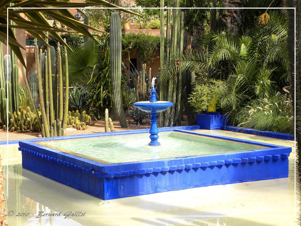 Photo Fontaine De Jardin fontaine du jardin majorelle, marrakech, maroc. | bernard