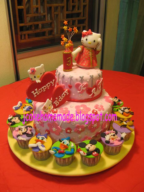 Hello Kitty and Mickey Mouse Clubhouse cupcakes