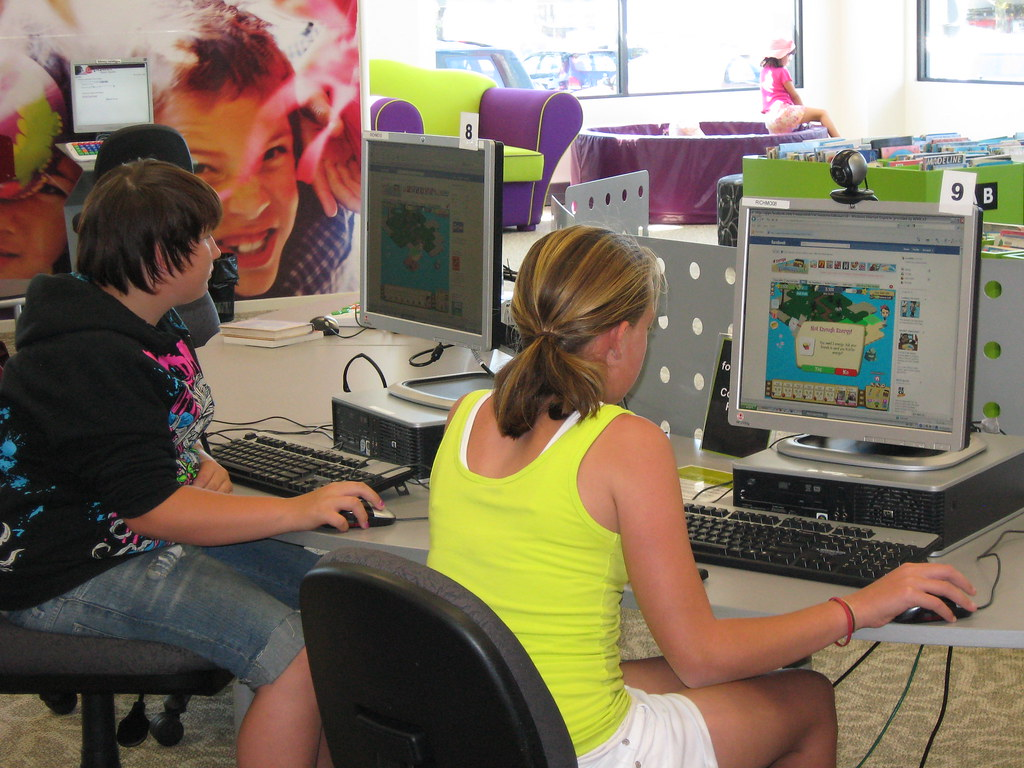 Kids at computers, Richmond Library