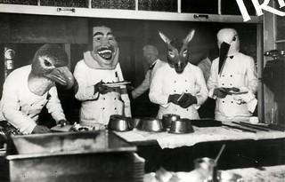 Carnaval, gemaskerde obers / Mardi Gras, waiters wearing masks