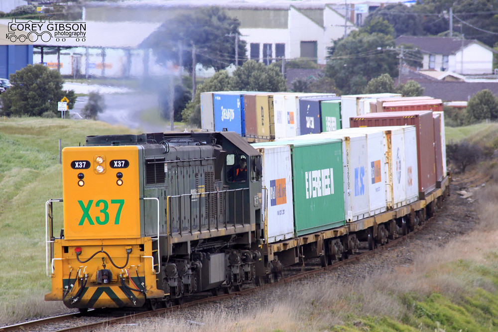 X37 departs the Westvic container yard in Warrnambool by Corey Gibson
