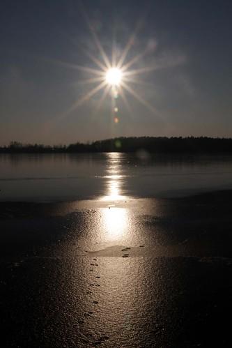 sun between ice | by acidpix