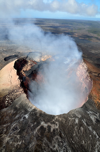 usa hawaii landscapes aerial craters bigisland volcanoes geology helicopters sulfur hawaiivolcanoesnationalpark cones earthscience lavaflows kilaueavolcano pahoehoelava shieldvolcanoes puuoocrater pāhoehoelava eastriftzone kīlaueavolcano puuōōcrater