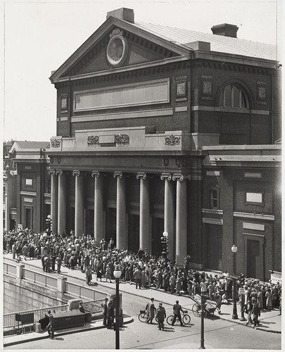 "Symphony Hall: Famous Friday afternoon concert ""Rush Line"" waiting chance for unreserved seat 