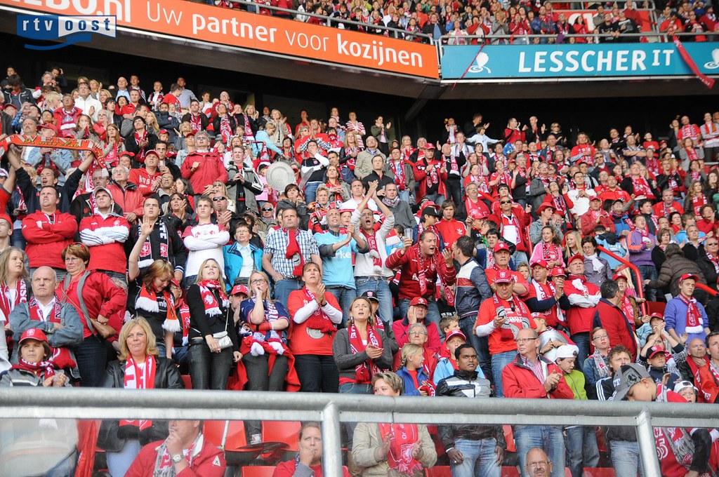 Kampioenswedstrijd Ajax-FC Twente kijken in Grolsch Veste