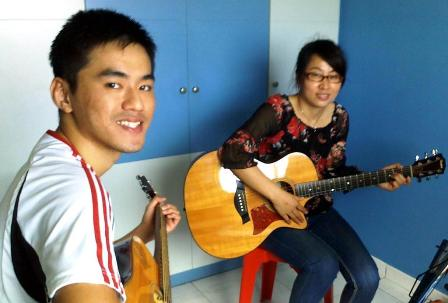 Adult guitar lessons Singapore Chun Rong