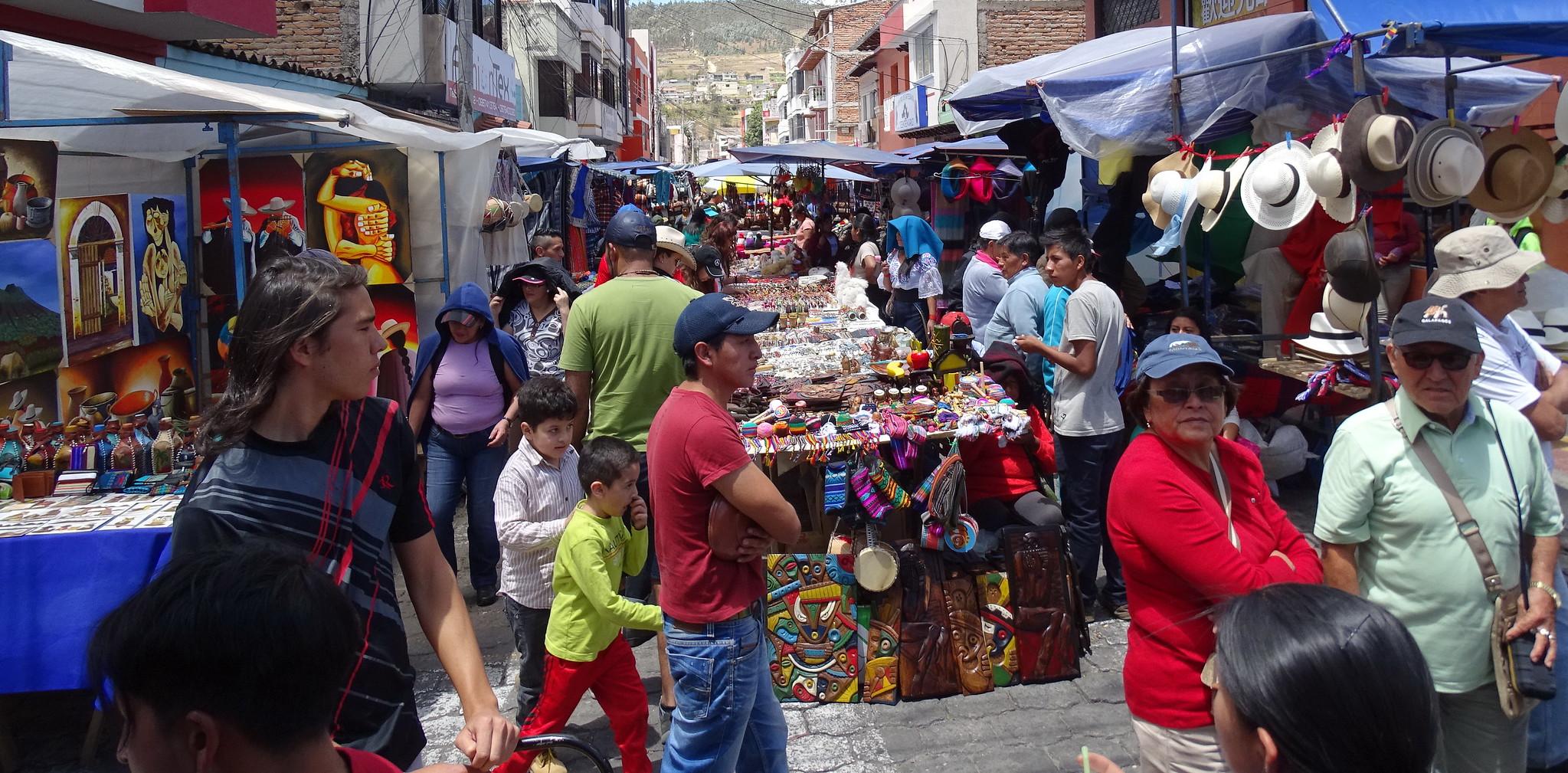 Mercado en la calle en Otavalo Ecuador