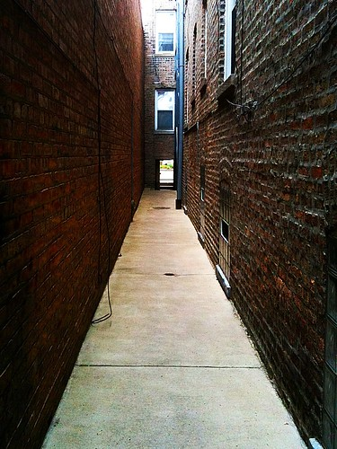 Between Two Buildings in a Chicago Gangway | by vxla