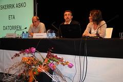 José Luis Araujo realiza presenta a Miguel Santos, invitado a la última jornada de la Semana de Desarrollo Local.