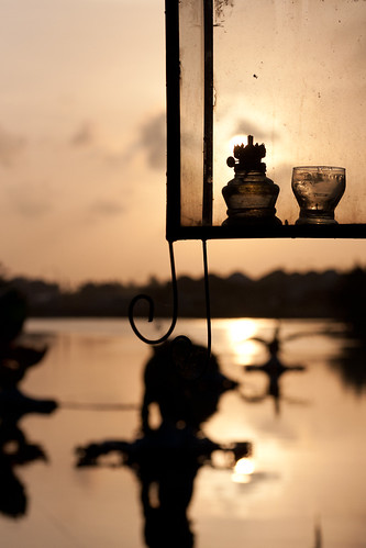 sunset water lamp silhouette river asia vietnam hoian lantern việtnam hộian blogpeterderooijcom