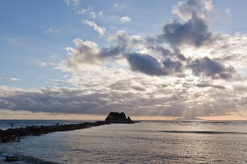 newzealand cloud sun water sunrise sand surfer auckland northland nzl mangawhai haurakigulf sentinelrock littlebarrierisland mangawhaiheads mangawhaibeach hauturu