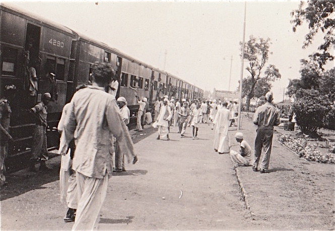 Image result for HORSE DRAWN TRAM IN COLABA Marine Drive (1930)