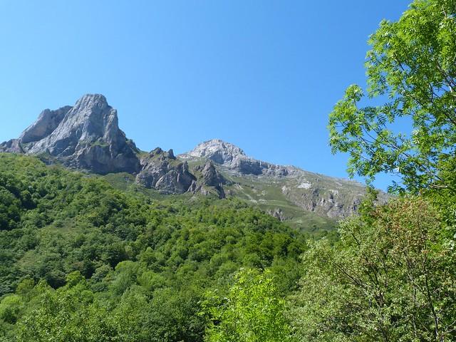 Paisaje haciendo el camino desde Fuente Dé (Cantabria)