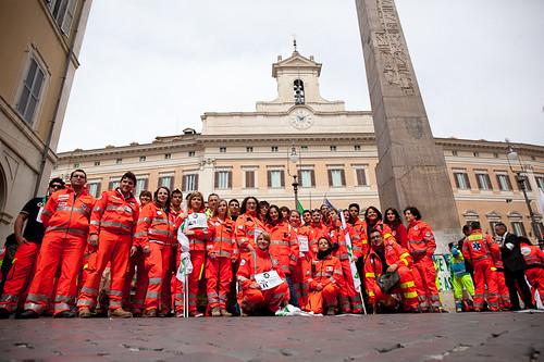 Fermi tutti: volontari e ambulanze a Montecitorio | by anpasnazionale