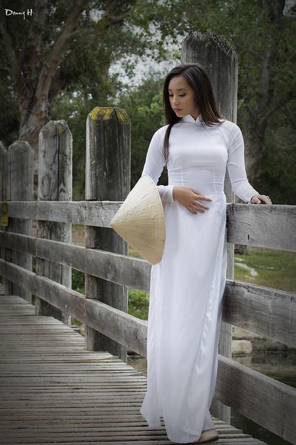 Vietnamese Viet Nam Fashion Model Ao Dai Trang Traditional Dress