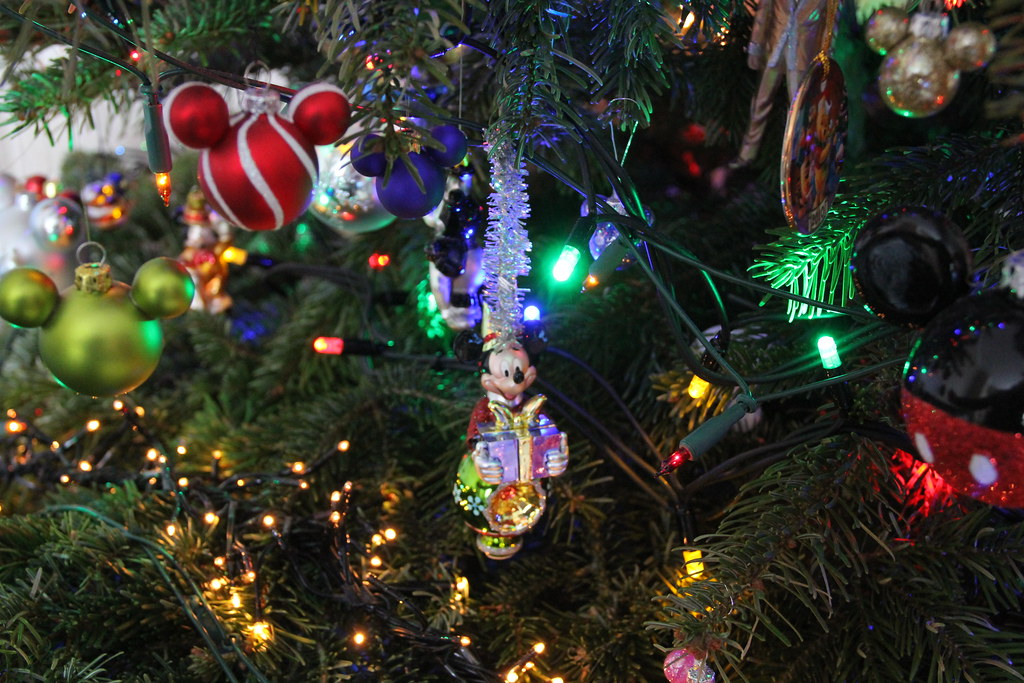 Mickey Mouse Christmas Tree.Mickey Mouse Christmas Tree Ornaments Disney S Days Of Ch