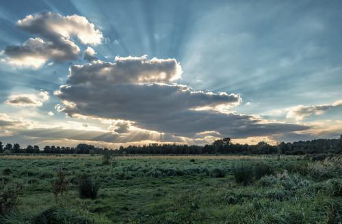 broekpolder otherkeywords vlaardingen clouds hss sliderssunday sunrays sunbeams crepuscularrays nederlandvandaag
