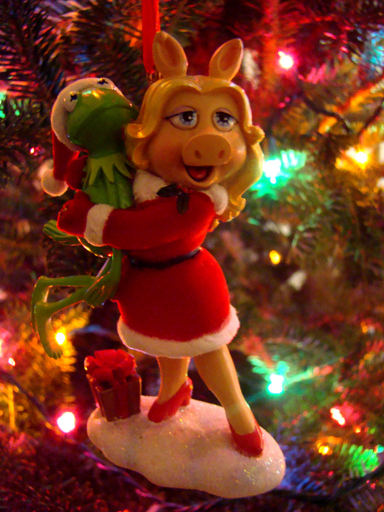 Muppets Christmas.Kermit Miss Piggy The Muppets Christmas Ornament Flickr