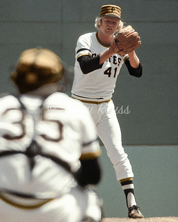 1976 Jerry Reuss Pittsburgh Pirates 5 (vertical edit)