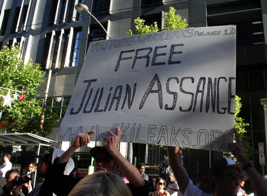 Support Wikileaks - Free Julian Assange