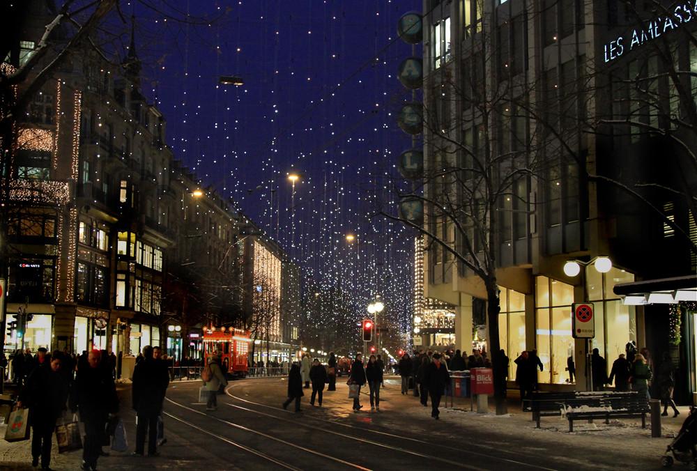 Zürich Weihnachtsbeleuchtung.Weihnachtsbeleuchtung Lucy Bahnhofstrasse Zürich Mit Märli