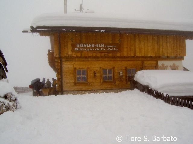 Val di Funes (BZ), 2011, Parco Naturale Puez Odle: Il rifugio delle Odle.