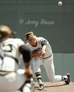1976 Jerry Reuss Pittsburgh Pirates 6 (vertical edit)