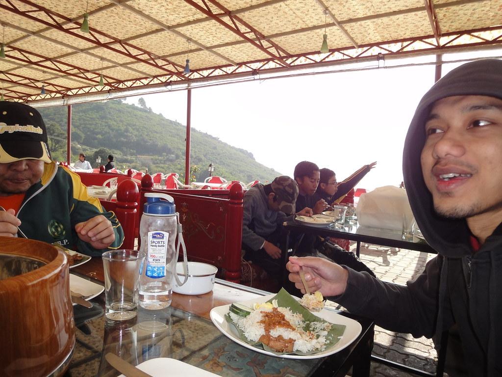 Carbo Loading & Post Mortem Session with Nasi Lemak Daun Pisang ! | Hiking Trail 5 | Margalla Hills up to Pir Sohawa | Islamabad, Punjab Province, Pakistan | 05 12 2010